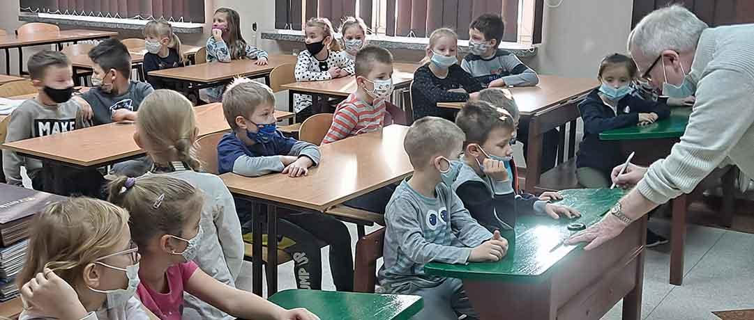 Oddział przedszkolny 0b w Szkolnej Izbie Pamięci