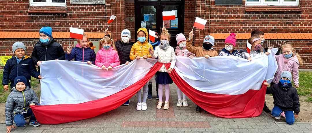 Święto Flagi i Konstytucji 3 Maja w oddziale przedszkolnym 0b